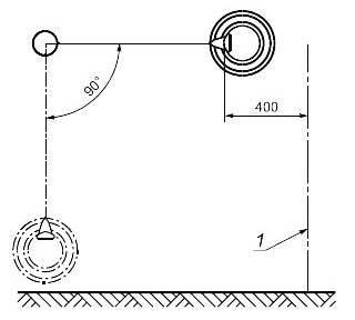 Pасстояние между боковой стороной сиденья и смежной конструкцией качелей
